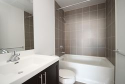 4 Piece Ensuite Bathroom at 814 - 830 Lawrence Avenue W, Yorkdale-Glen Park, Toronto