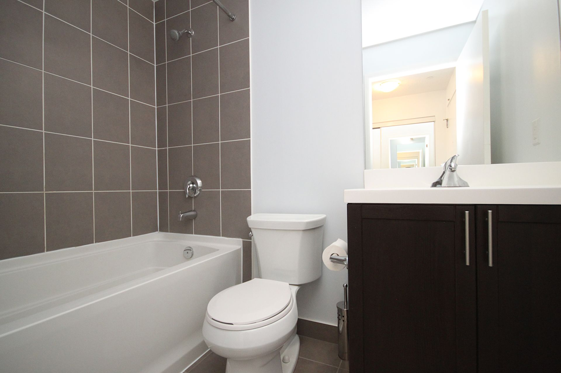 4 Piece Bathroom at 814 - 830 Lawrence Avenue W, Yorkdale-Glen Park, Toronto