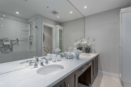 5 piece master ensuite bathroom at 708 - 4685 Valley Drive, Quilchena, Vancouver West