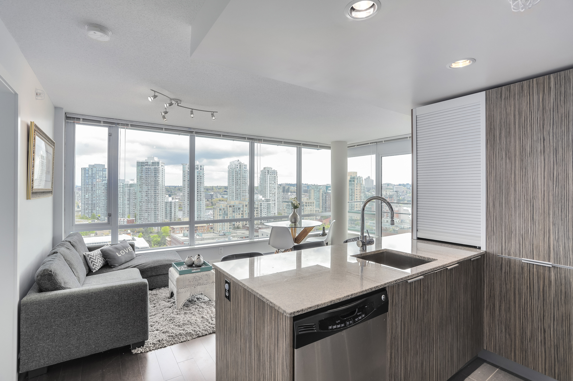 12 at 1701 - 1088 Richards Street, Yaletown, Vancouver West