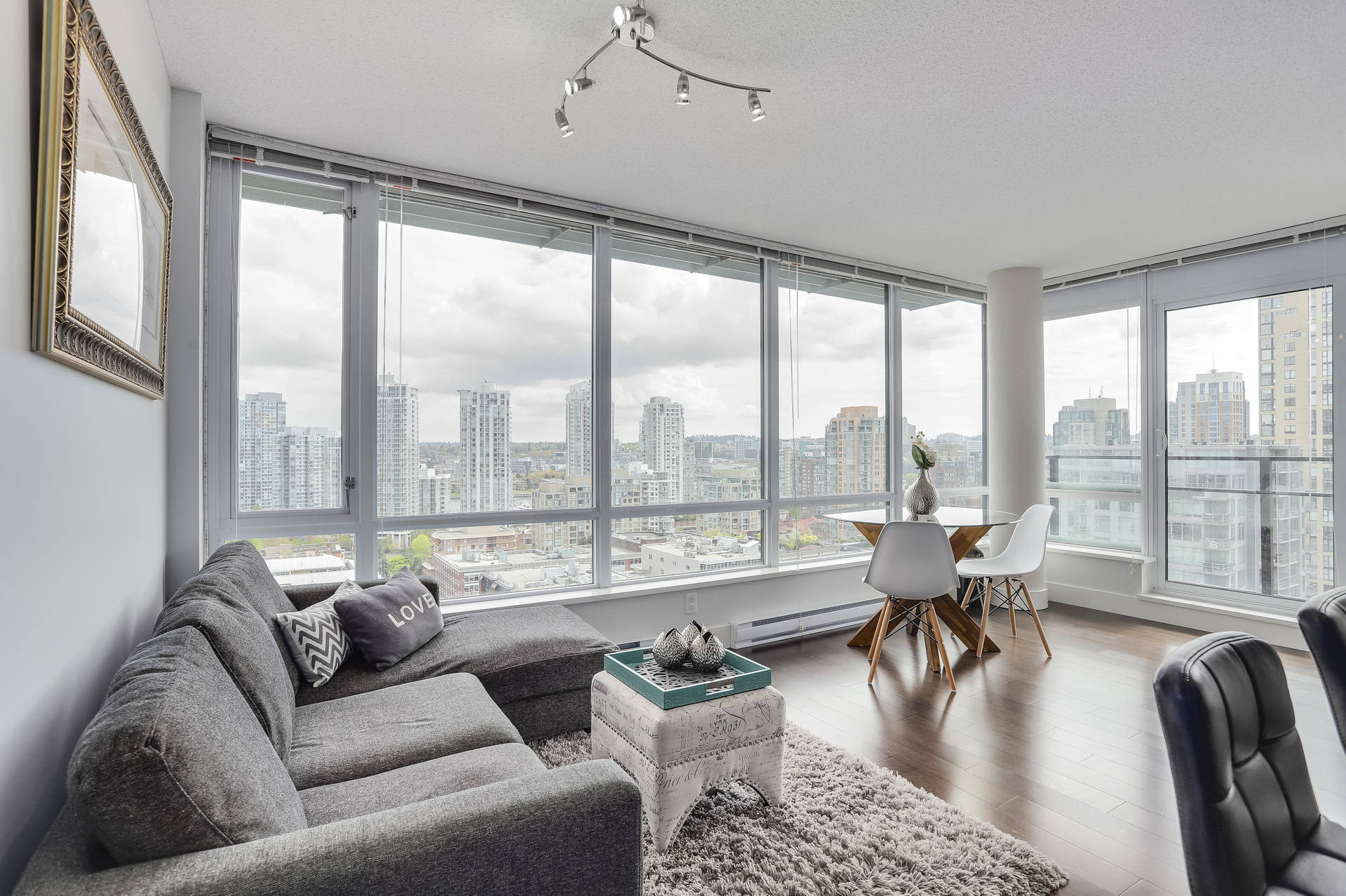 3 at 1701 - 1088 Richards Street, Yaletown, Vancouver West