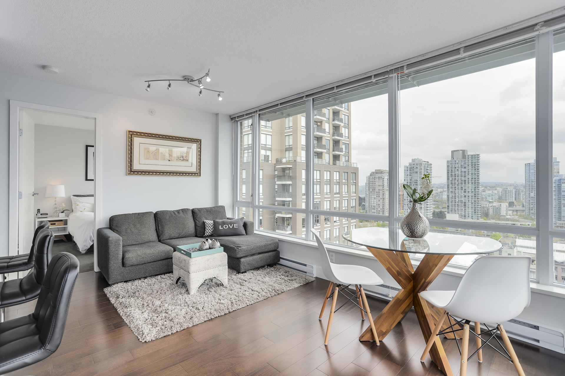 4 at 1701 - 1088 Richards Street, Yaletown, Vancouver West