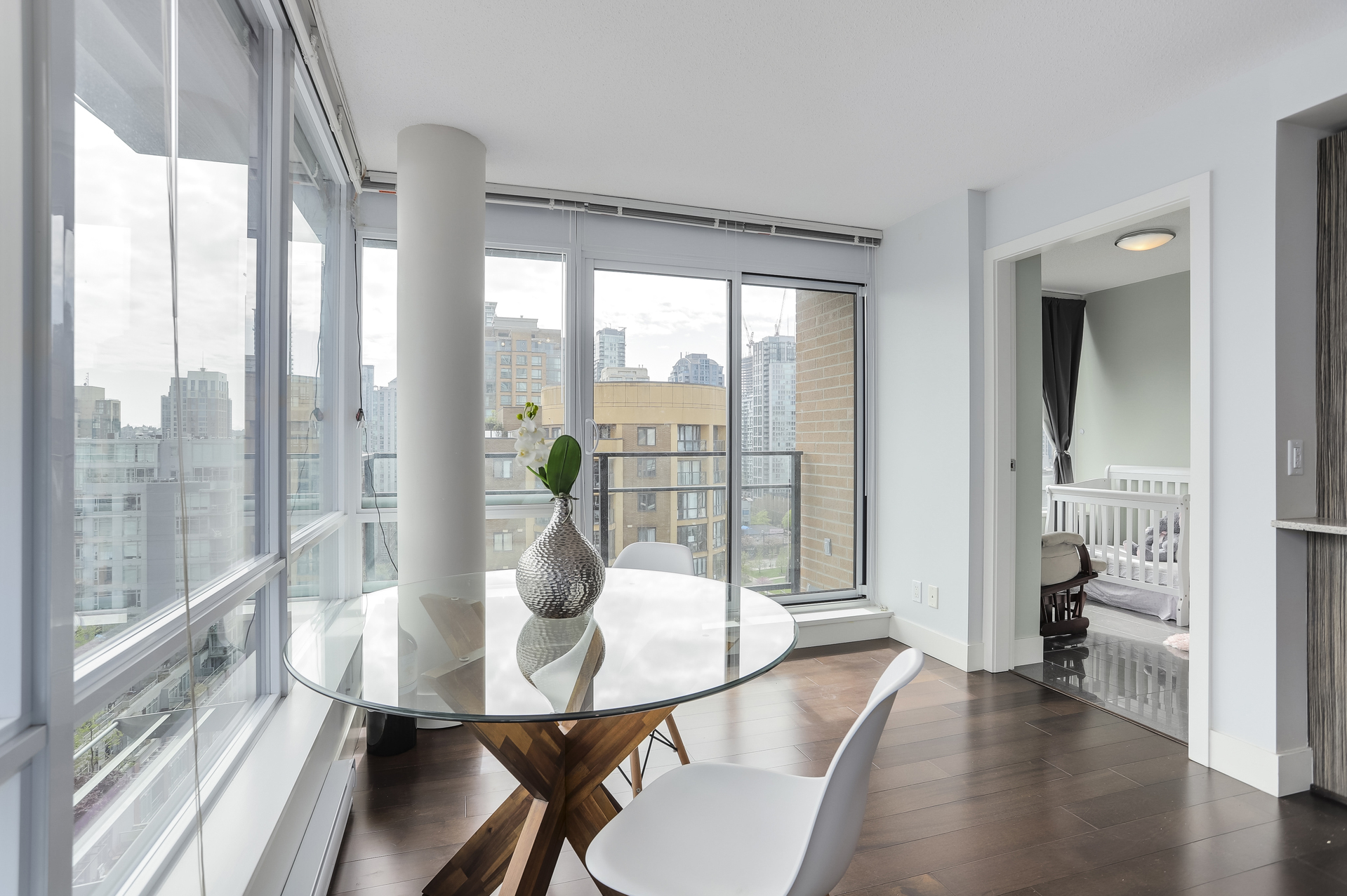 8 at 1701 - 1088 Richards Street, Yaletown, Vancouver West