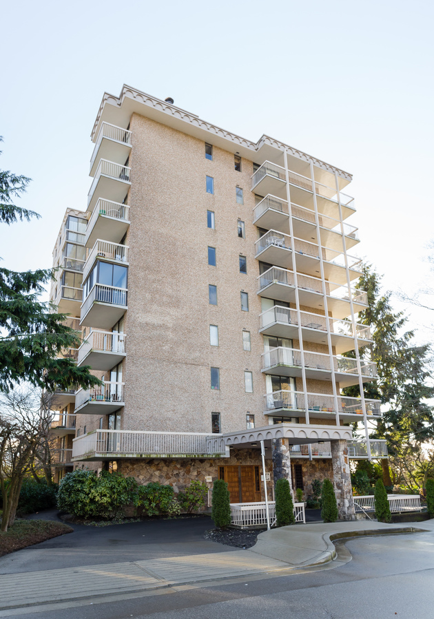 402-1396-duchess-ave-front-view at 601 - 1390 Duchess Avenue, Ambleside, West Vancouver