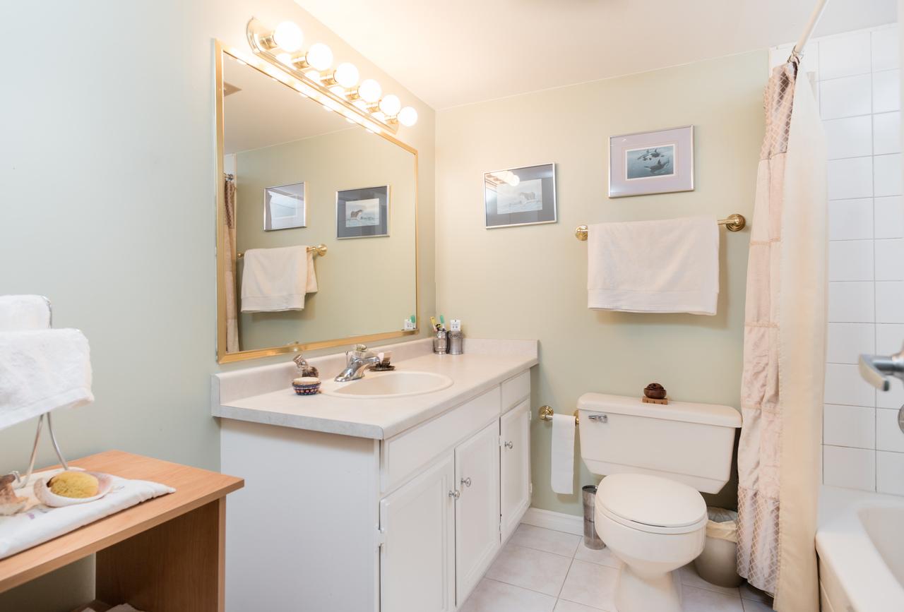 601-1390-duchess-ave-bath at 601 - 1390 Duchess Avenue, Ambleside, West Vancouver