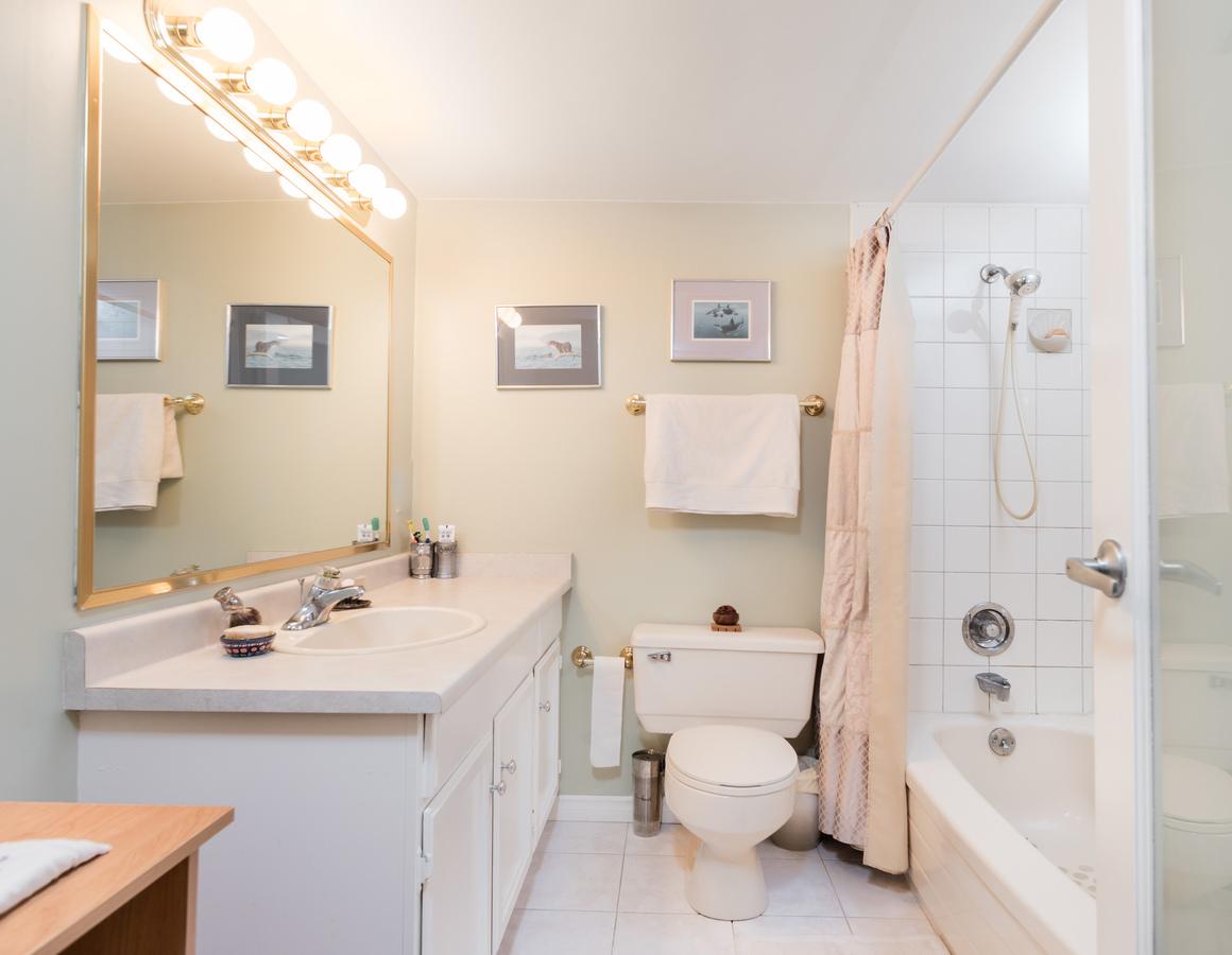 601-1390-duchess-ave-bath2 at 601 - 1390 Duchess Avenue, Ambleside, West Vancouver
