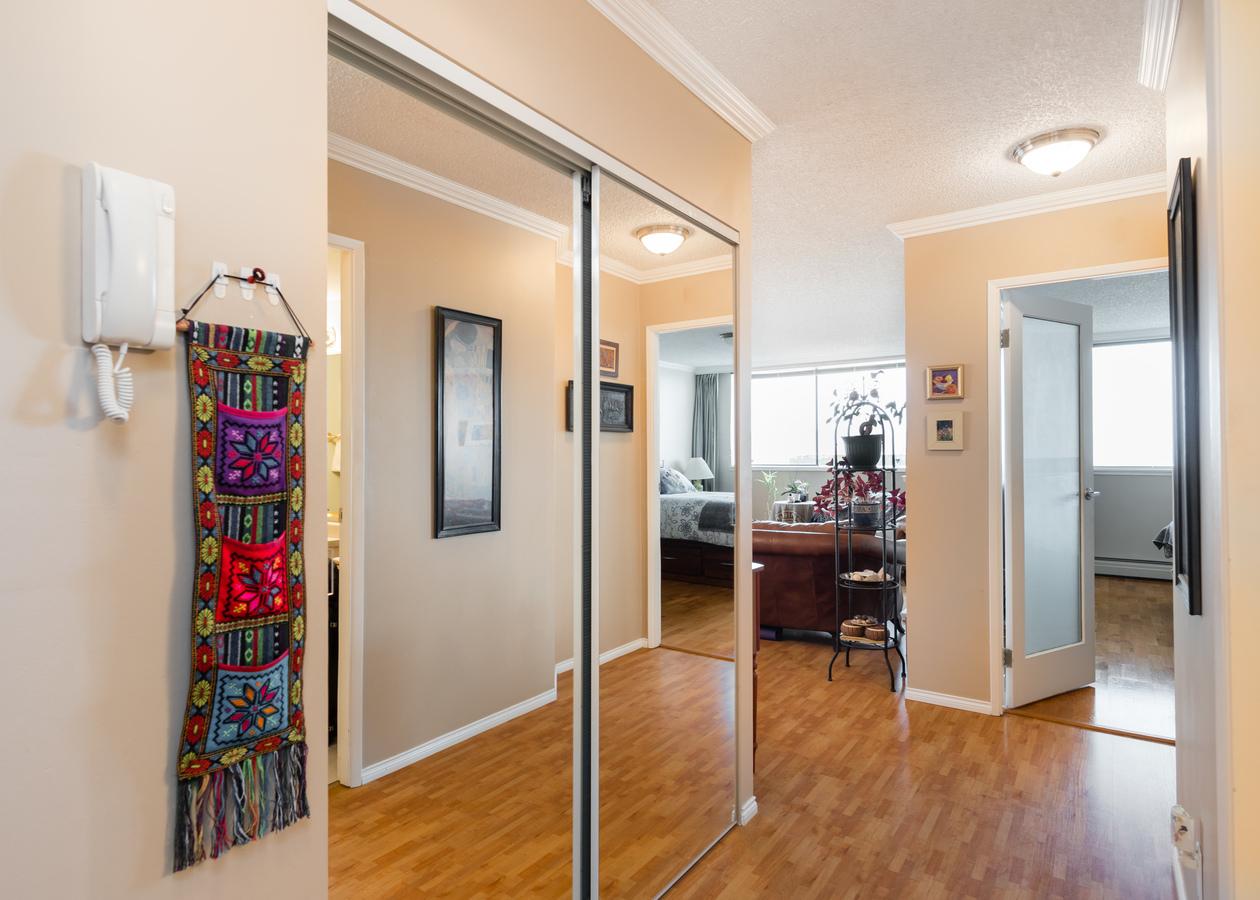 601-1390-duchess-ave-hallway at 601 - 1390 Duchess Avenue, Ambleside, West Vancouver