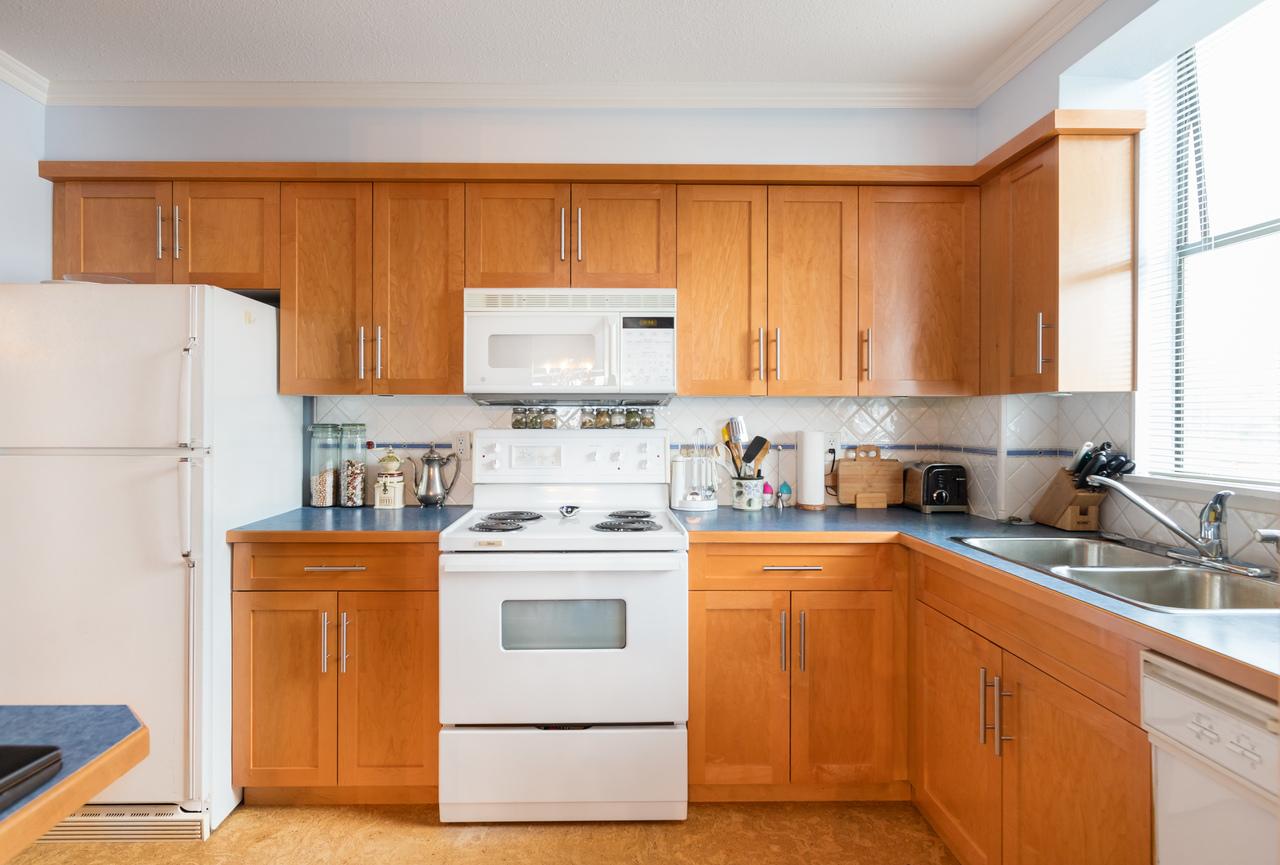 601-1390-duchess-ave-kitchen at 601 - 1390 Duchess Avenue, Ambleside, West Vancouver