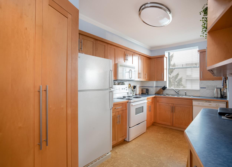 601-1390-duchess-ave-kitchen3 at 601 - 1390 Duchess Avenue, Ambleside, West Vancouver