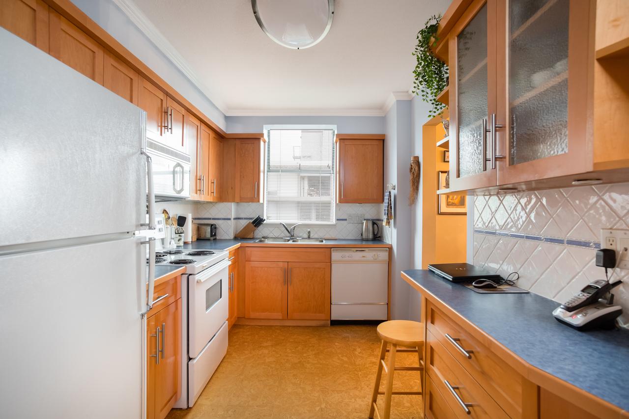 601-1390-duchess-ave-kitchen4 at 601 - 1390 Duchess Avenue, Ambleside, West Vancouver