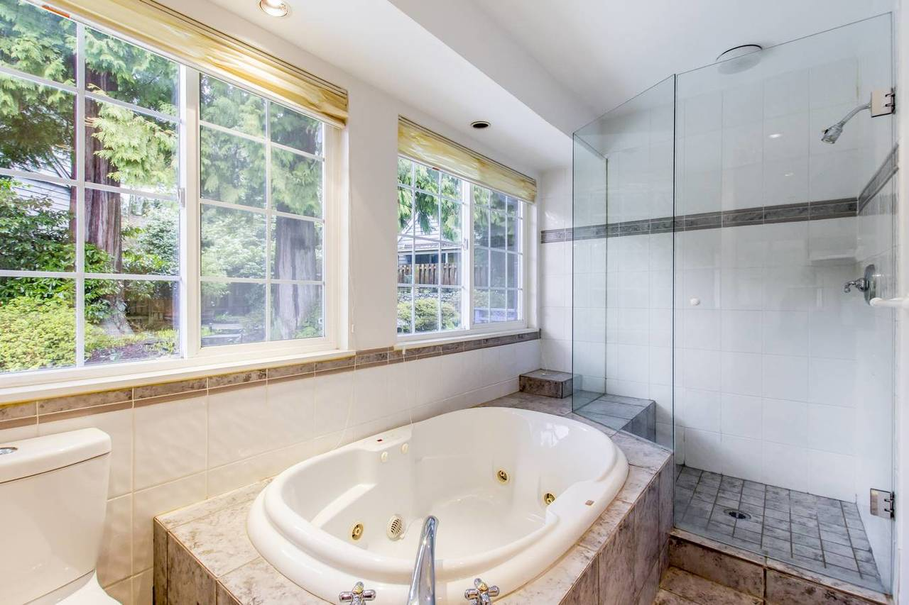 4710-willow-pl-ensuite at 4710 Willow Place, Caulfield, West Vancouver