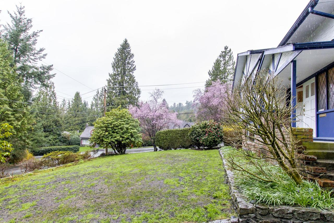4710-willow-pl-front-yard at 4710 Willow Place, Caulfield, West Vancouver
