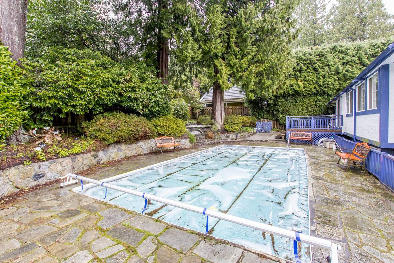 4710-willow-pl-pool at 4710 Willow Place, Caulfield, West Vancouver