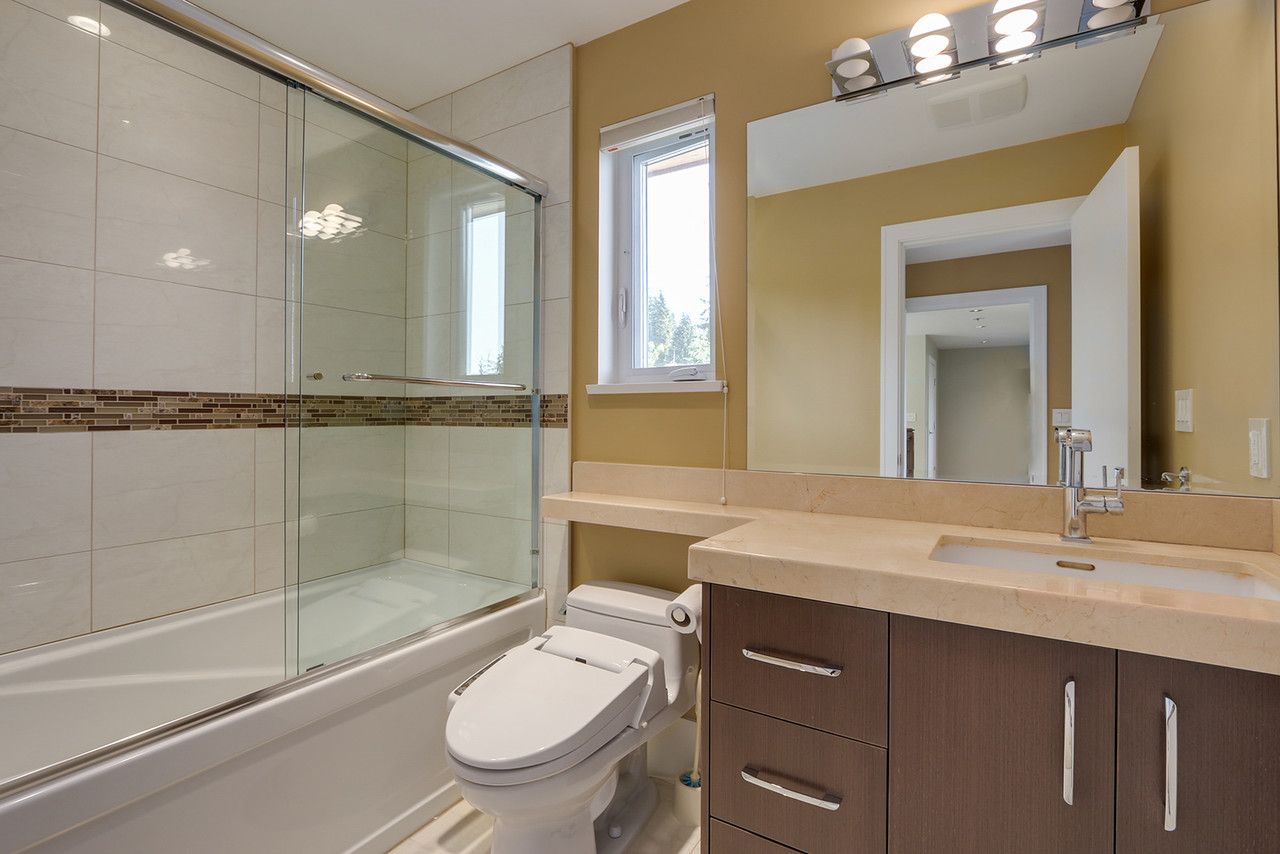 482-genoa-cres-3rd-bed-ensuite at 482 Genoa Cres, Upper Delbrook, North Vancouver