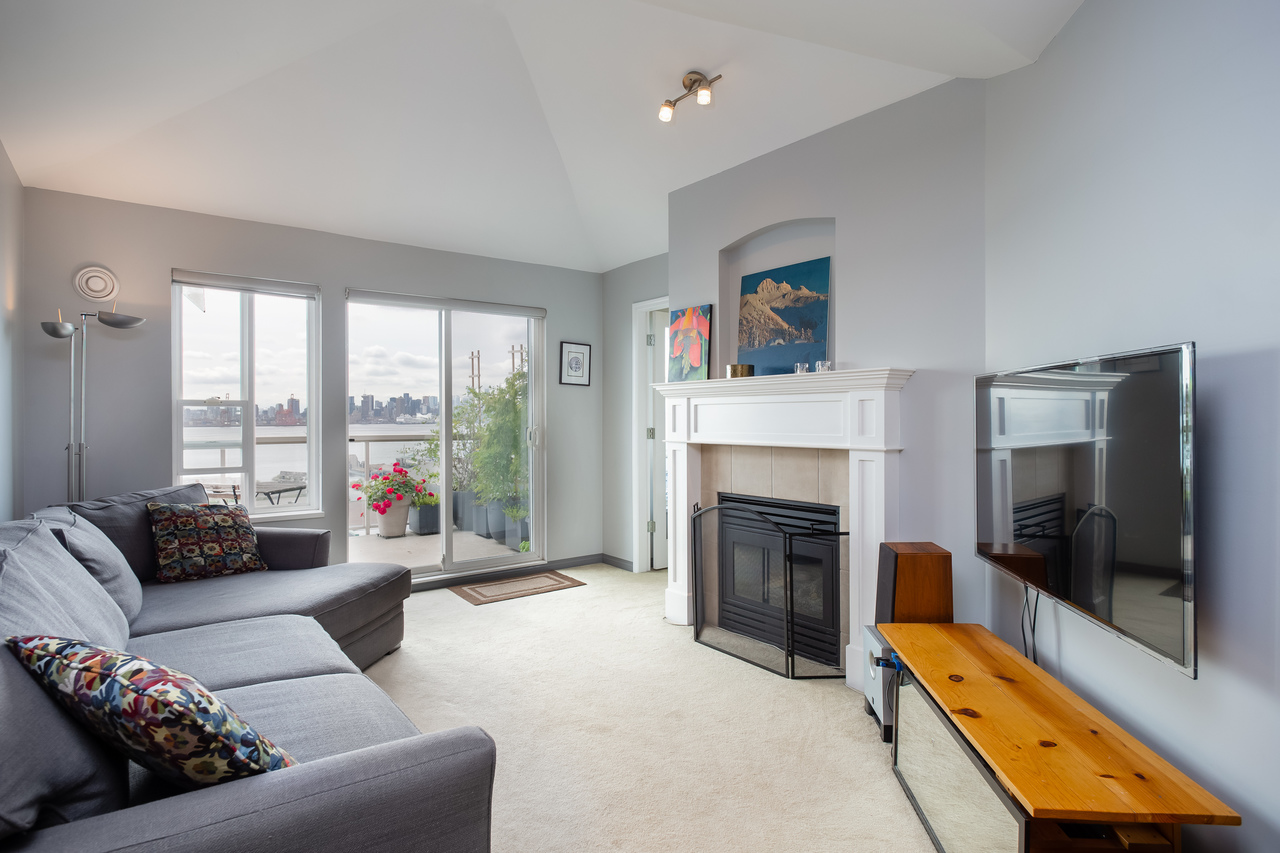 06 at 408 - 333 E 1st Street, Lower Lonsdale, North Vancouver