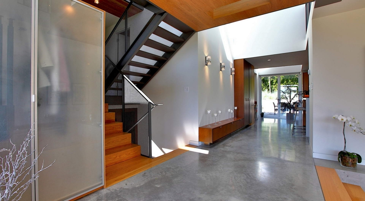 2924 Altamont Cres Entry and Hallway at 2924 Altamont Crescent, Altamont, West Vancouver