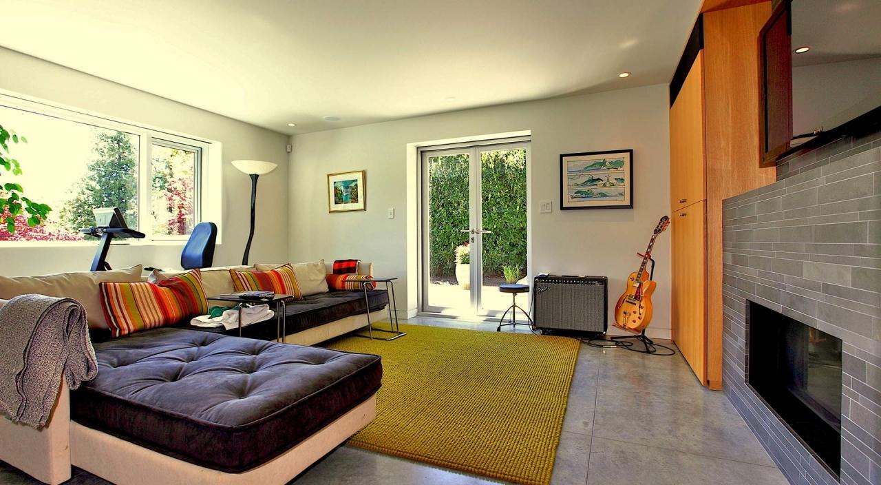 2924 Altamont Cres Family Room at 2924 Altamont Crescent, Altamont, West Vancouver