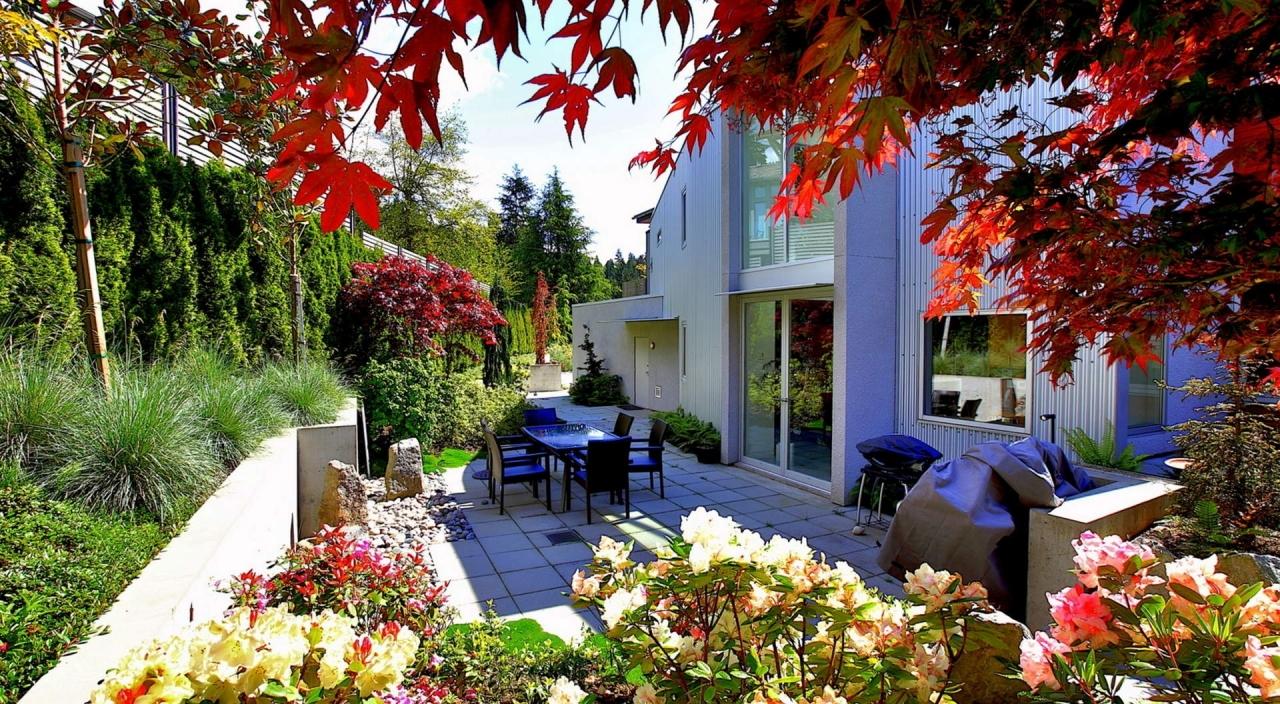 2924 Altamont Cres Rear Patio 1 at 2924 Altamont Crescent, Altamont, West Vancouver