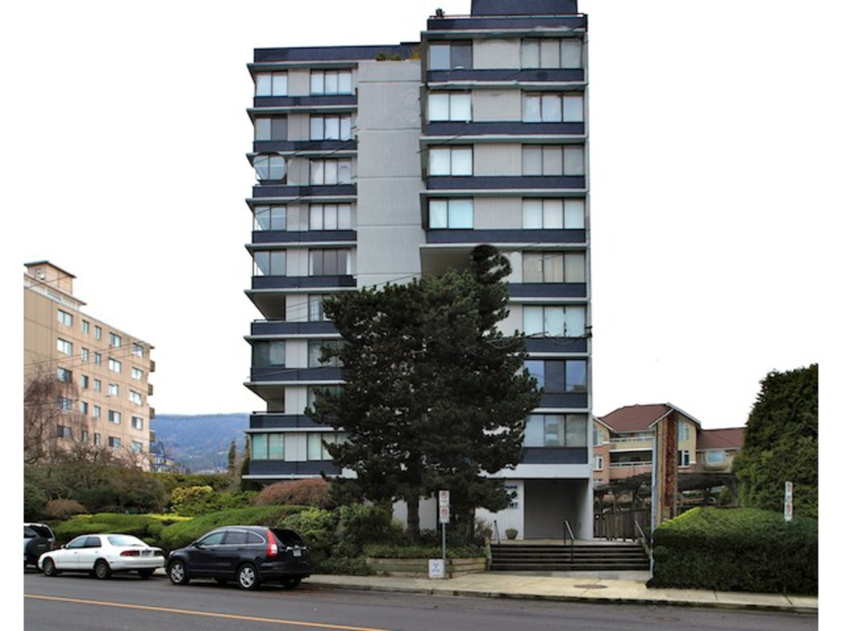 803-2167 Bellevue Front View at 903 - 2167 Bellevue Avenue, Dundarave, West Vancouver