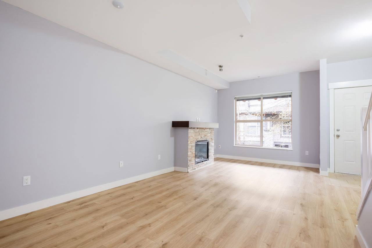 7-307-e-15th-st-living-room-4 at 7 - 307 E 15th Street, Central Lonsdale, North Vancouver