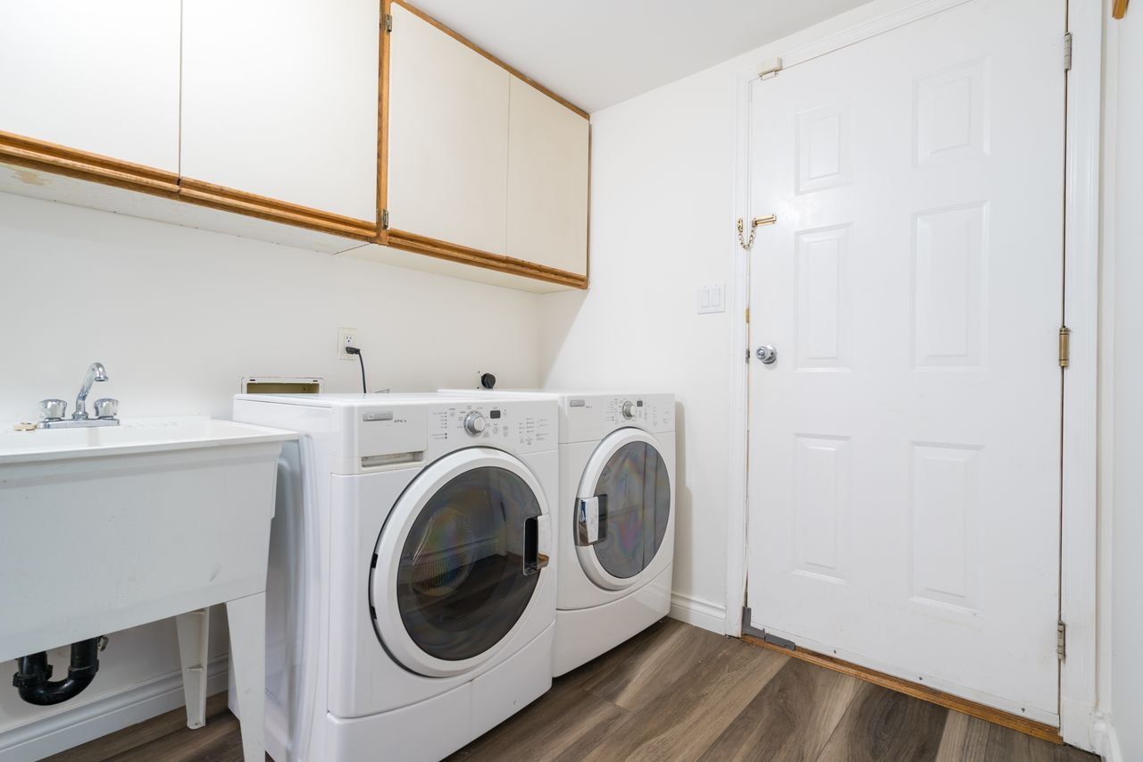 3827-lewister-ave-laundry at 3827 Lewister Road, Edgemont, North Vancouver
