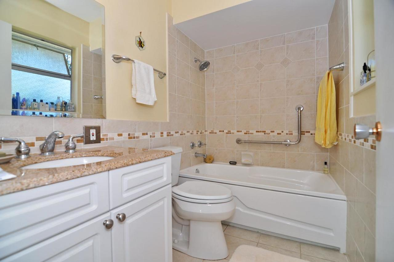 Master Ensuite at 409 Southborough Drive, British Properties, West Vancouver
