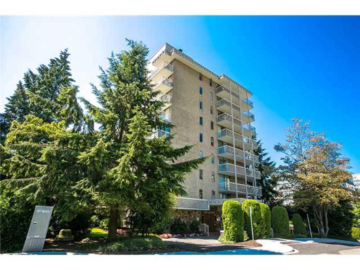 402-1390 Duchess Ave Front View at 402 - 1390 Duchess Avenue, Ambleside, West Vancouver