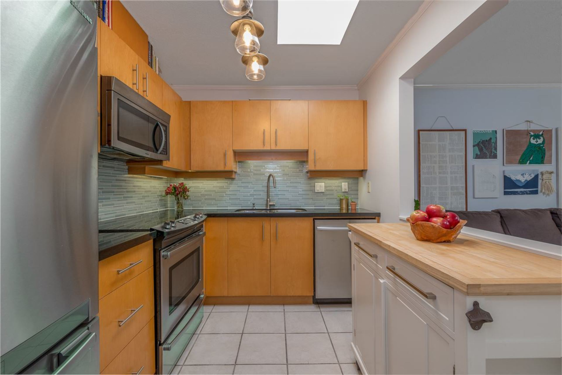 108-w-esplanade-avenue-lower-lonsdale-north-vancouver-04 at 407 - 108 W Esplanade Avenue, Lower Lonsdale, North Vancouver