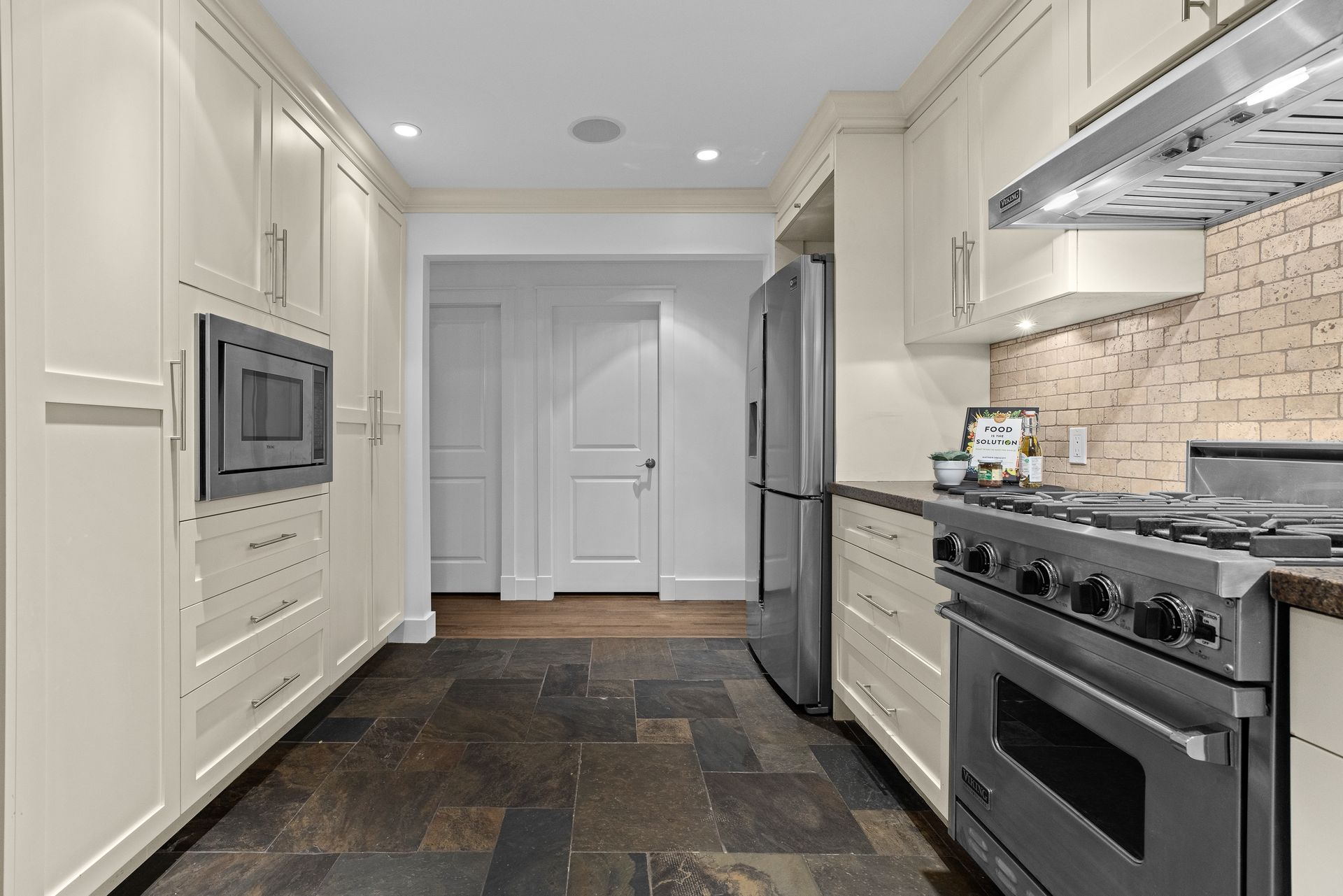 full-7 at 3985 Sunnycrest Drive, Forest Hills NV, North Vancouver