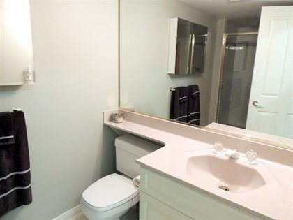 Interior-bath-bathroom at 112 - 4001 Old Clayburn Road, Abbotsford East, Abbotsford