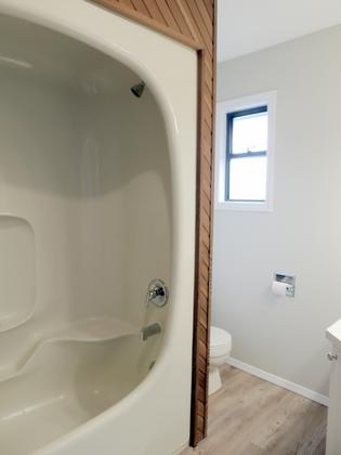 Interior - Main Bathroom - Washroom - Powder Room - Retro  at 45347 Stevenson Road, Chilliwack