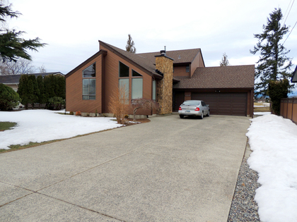 Exterior - Front - House - Family Home - Garage - Entrance - Parking at 45347 Stevenson Road, Chilliwack