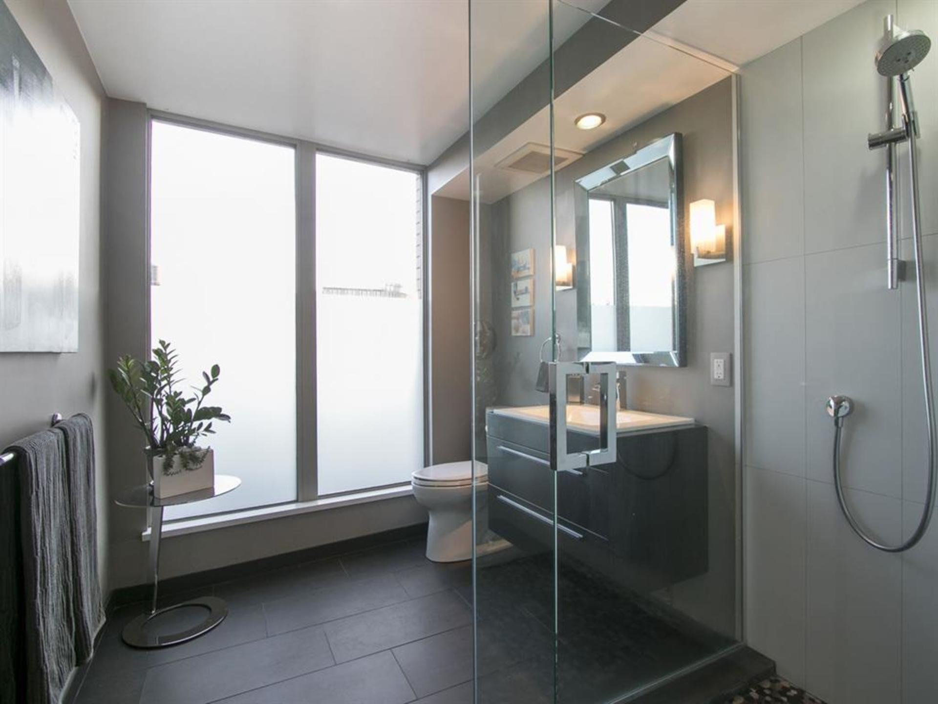 262039623-6 at 606 - 55 Alexander Street, Downtown VE, Vancouver East