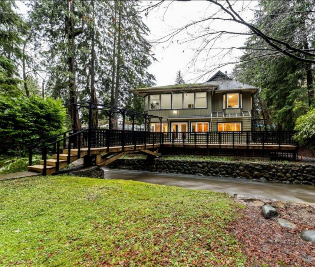 3890 Emerald Drive, Edgemont, North Vancouver 2
