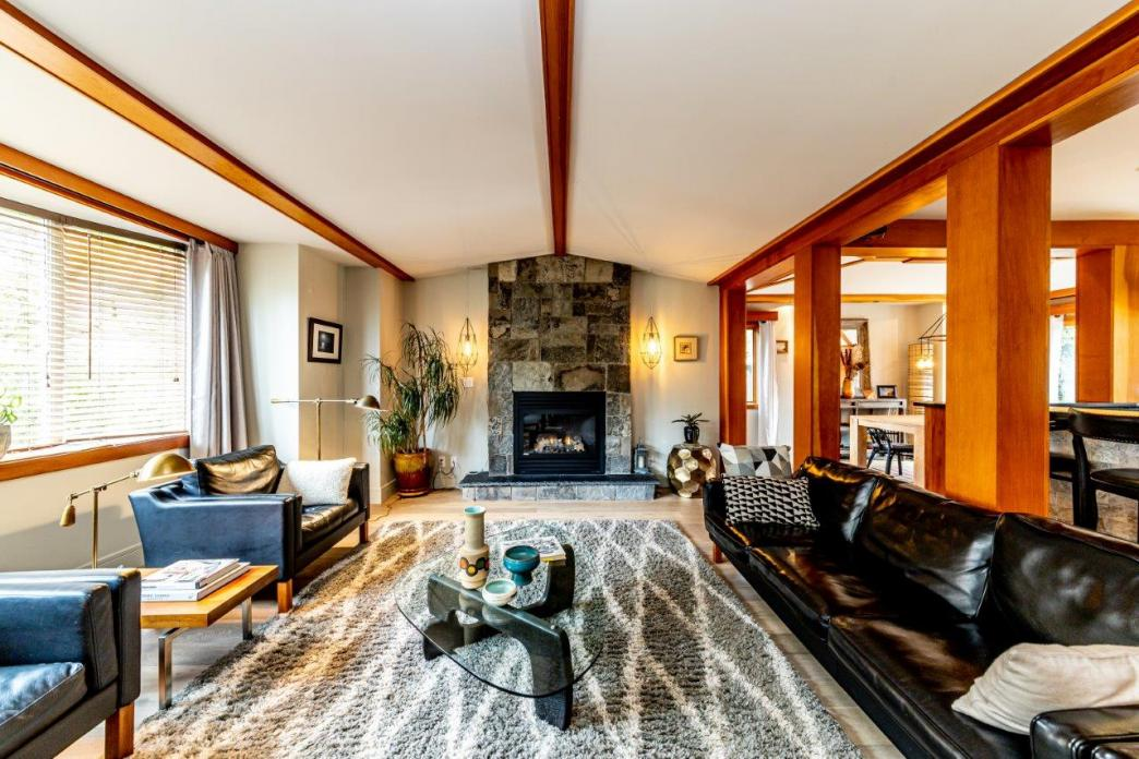 3584 Emerald Drive, Edgemont, North Vancouver 2