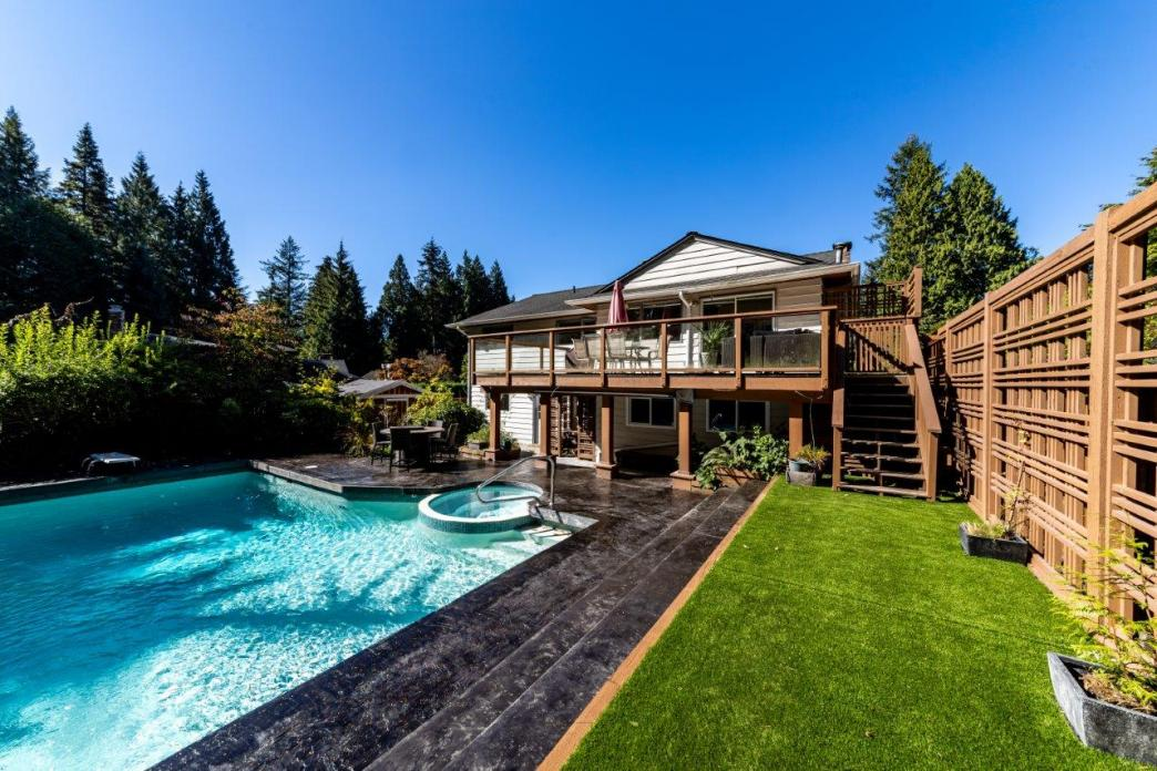 3188 Robinson Road, Lynn Valley, North Vancouver 2