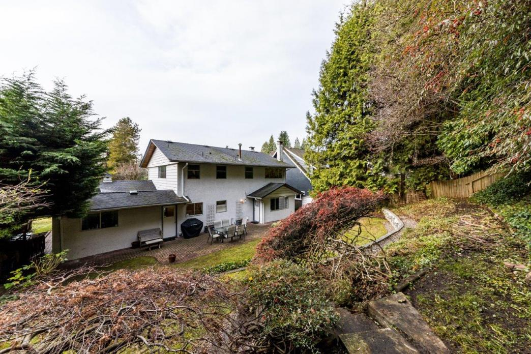 4040 Ruby Avenue, Edgemont, North Vancouver 2