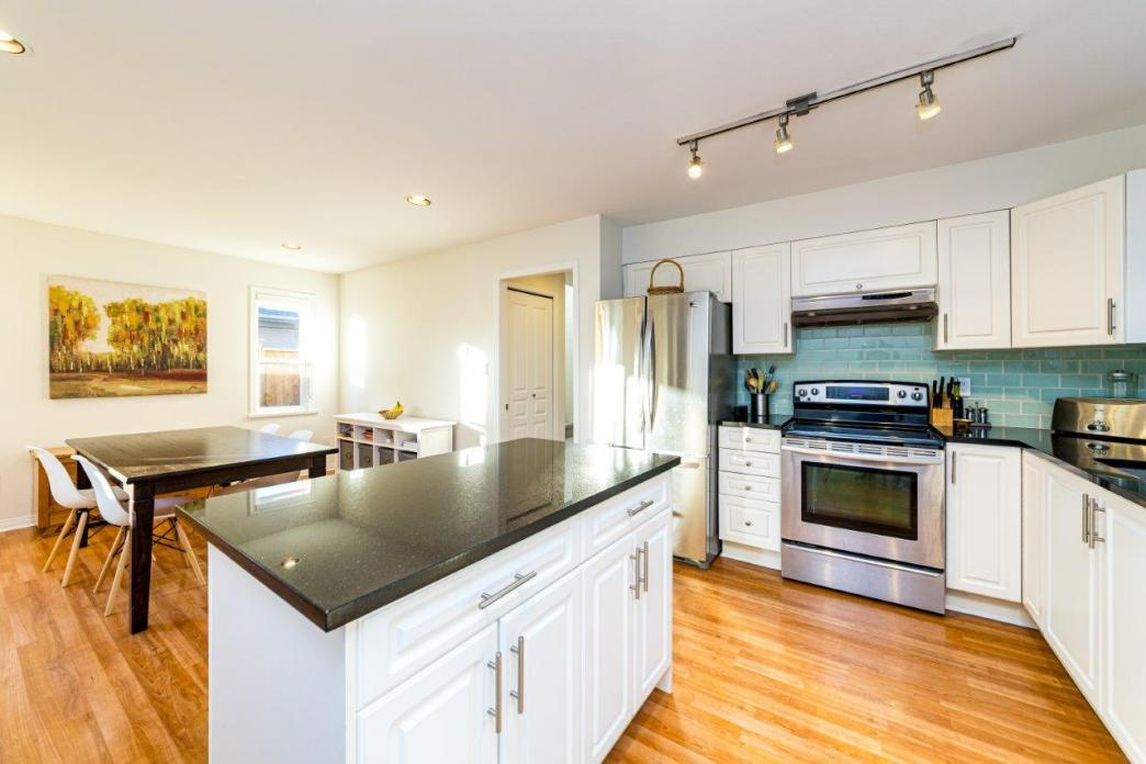 249 W 19th Street, Central Lonsdale, North Vancouver 2
