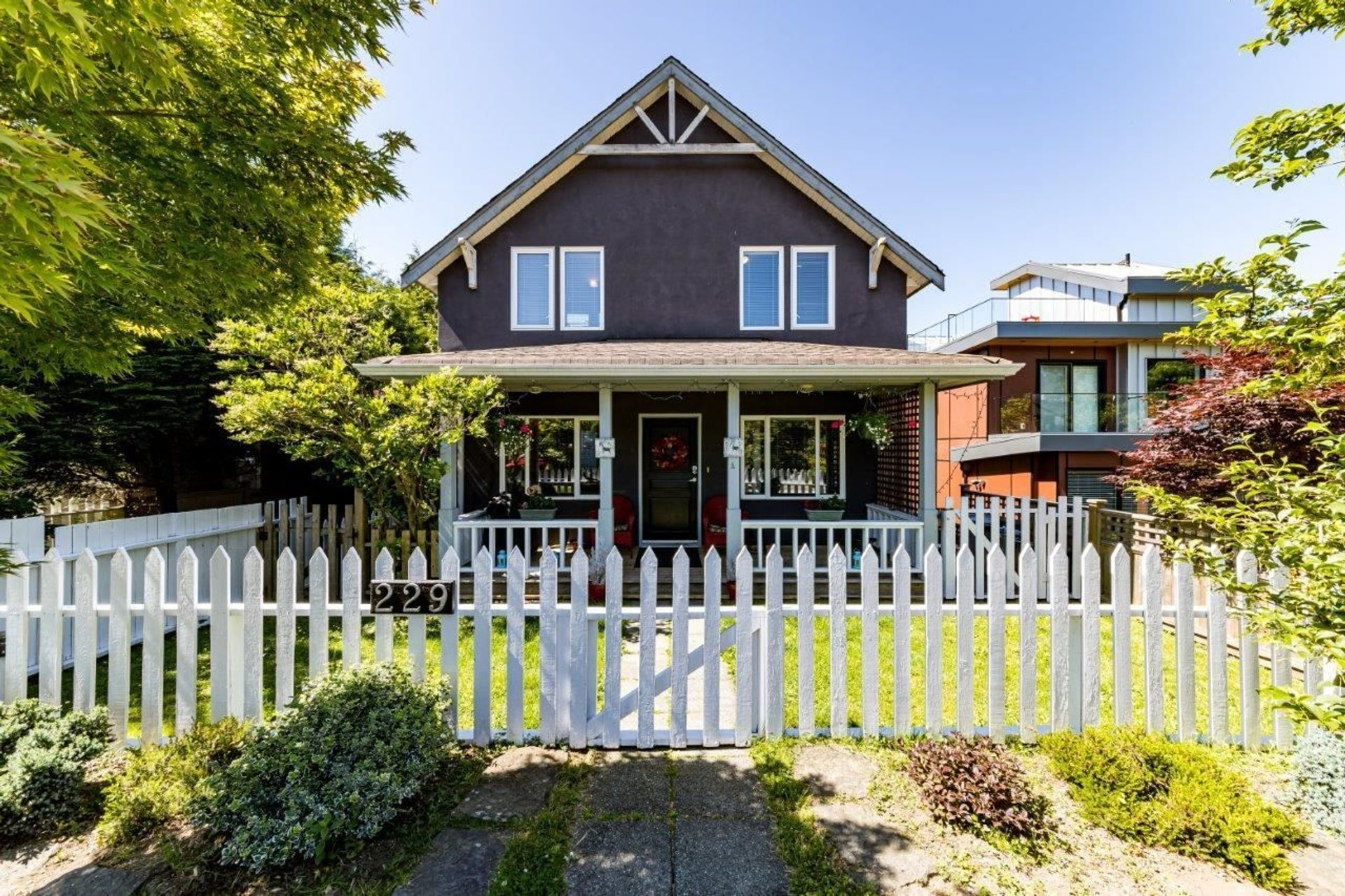 A - 229 W 5th Street, Lower Lonsdale, North Vancouver