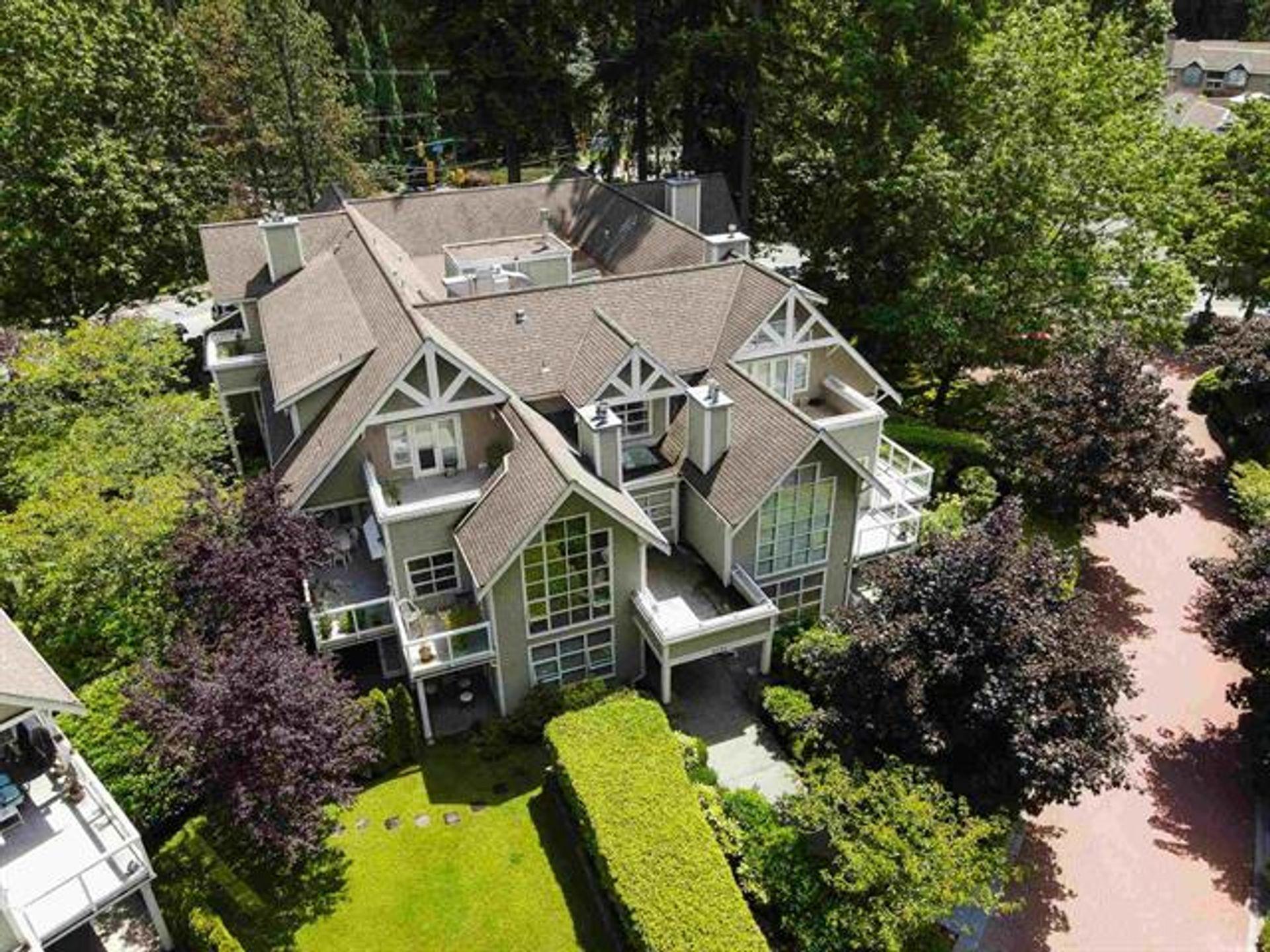 202 - 3393 Capilano Crescent, Capilano NV, North Vancouver 2
