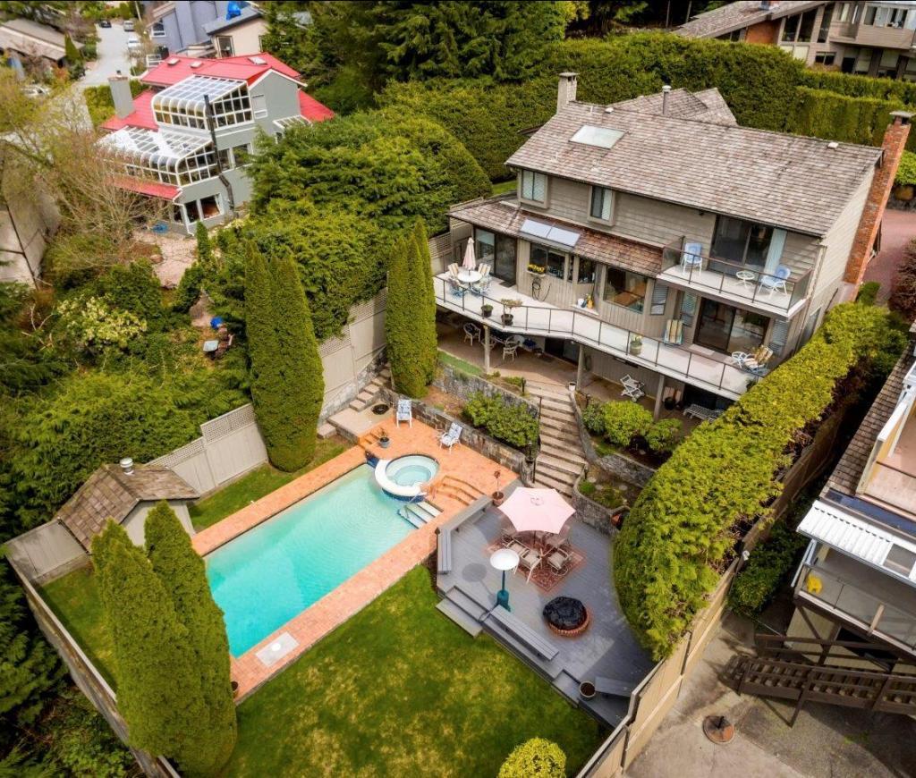 5595 Molina Road, Canyon Heights NV, North Vancouver 2