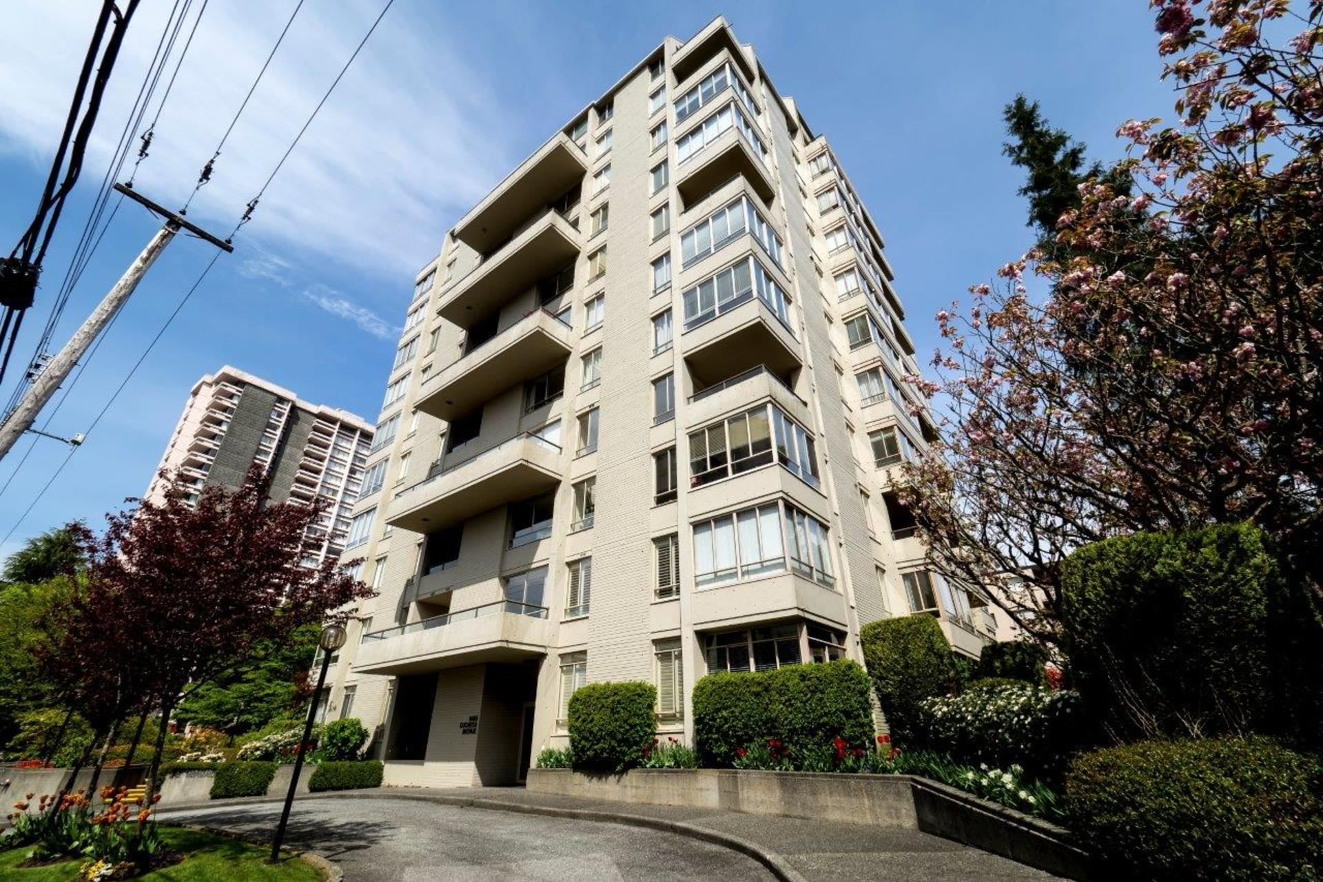 1485duchess-4 at 402 - 1485 Duchess, Ambleside, West Vancouver