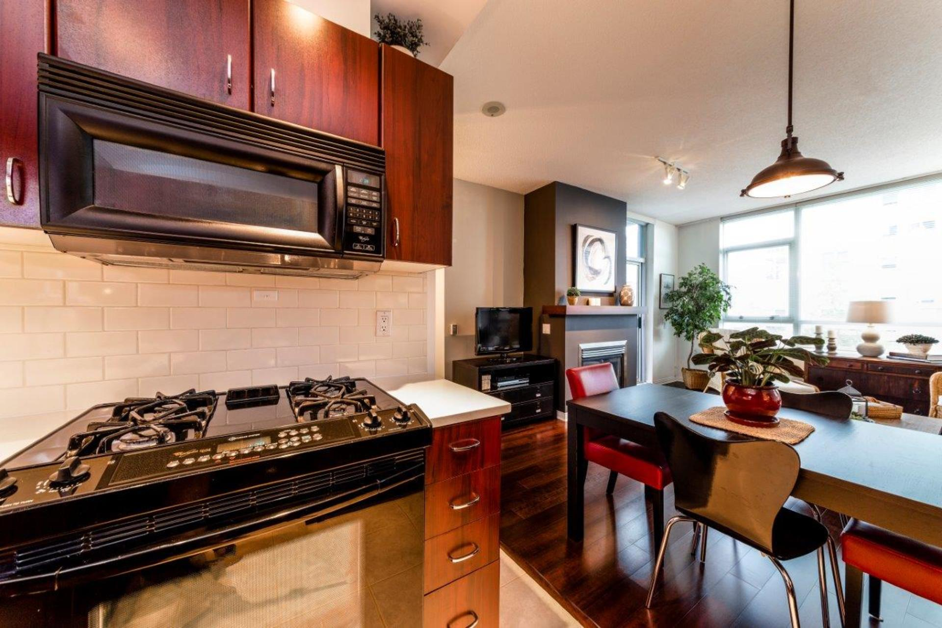 305-120w16-17 at 305 - 120 West 16th, Central Lonsdale, North Vancouver