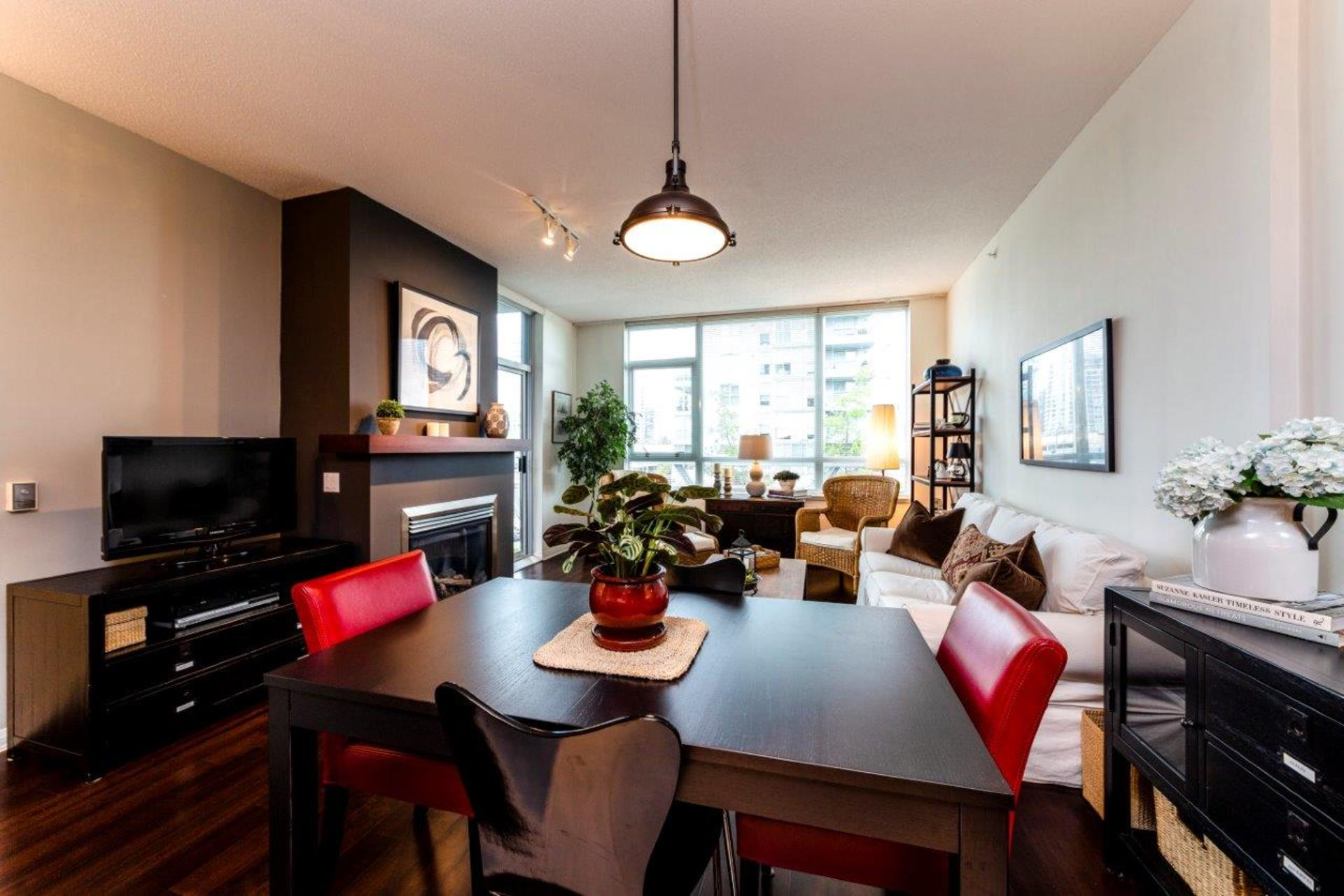 305-120w16-19 at 305 - 120 West 16th, Central Lonsdale, North Vancouver