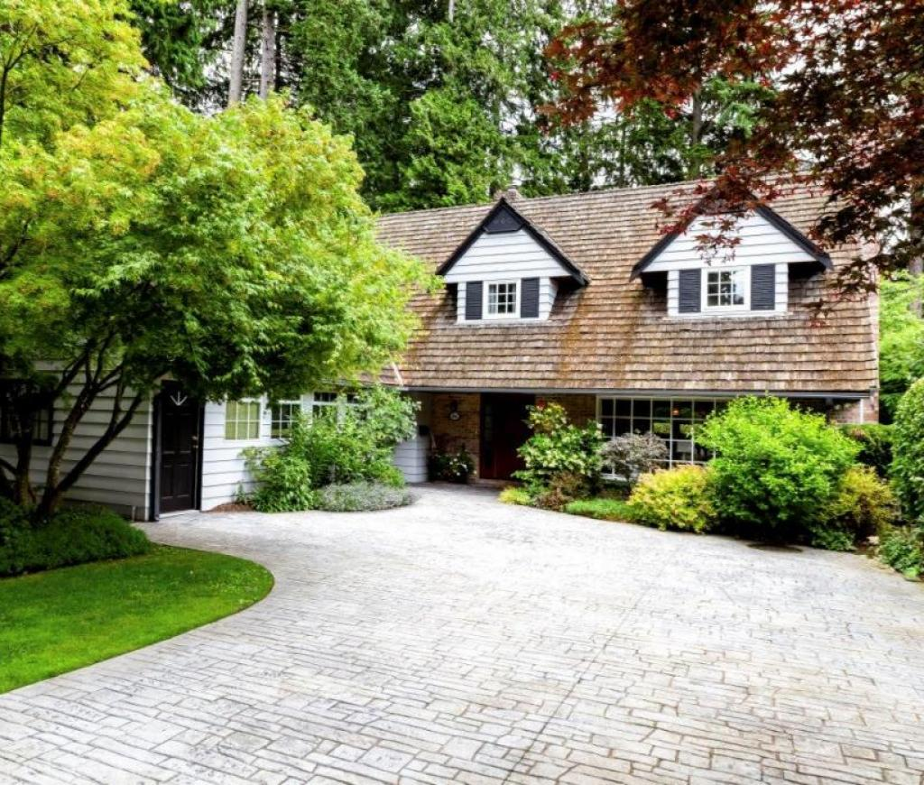 4566 Timberline Place, Canyon Heights NV, North Vancouver 2