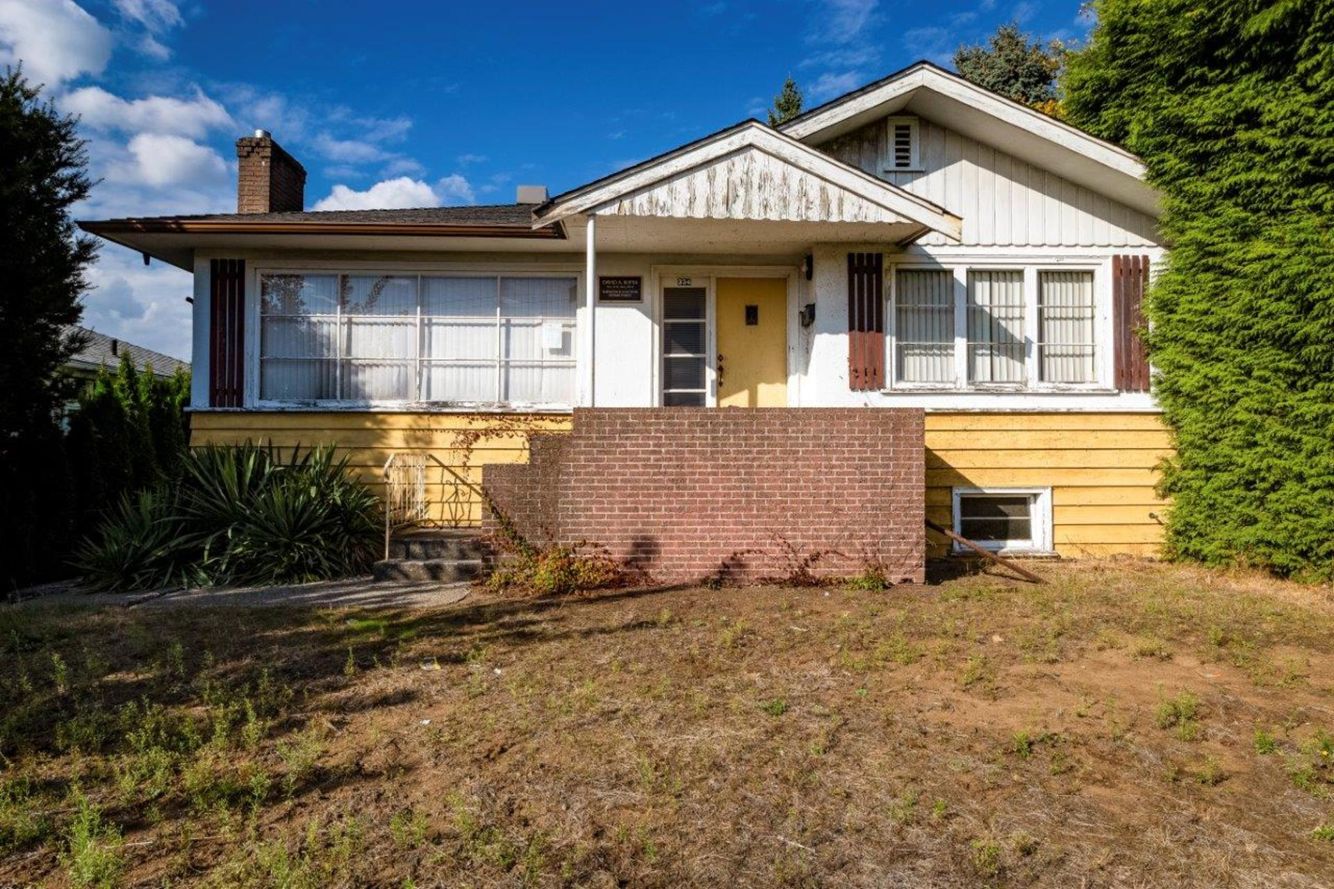 334w15-4 at 334 West 15th Street, Central Lonsdale, North Vancouver