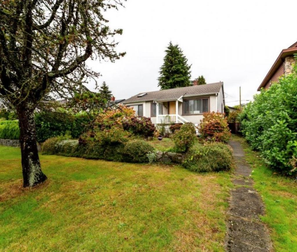 542 East 4th Street, Lower Lonsdale, North Vancouver 2