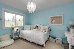 20 at 2880 Woodbine Drive, Edgemont, North Vancouver