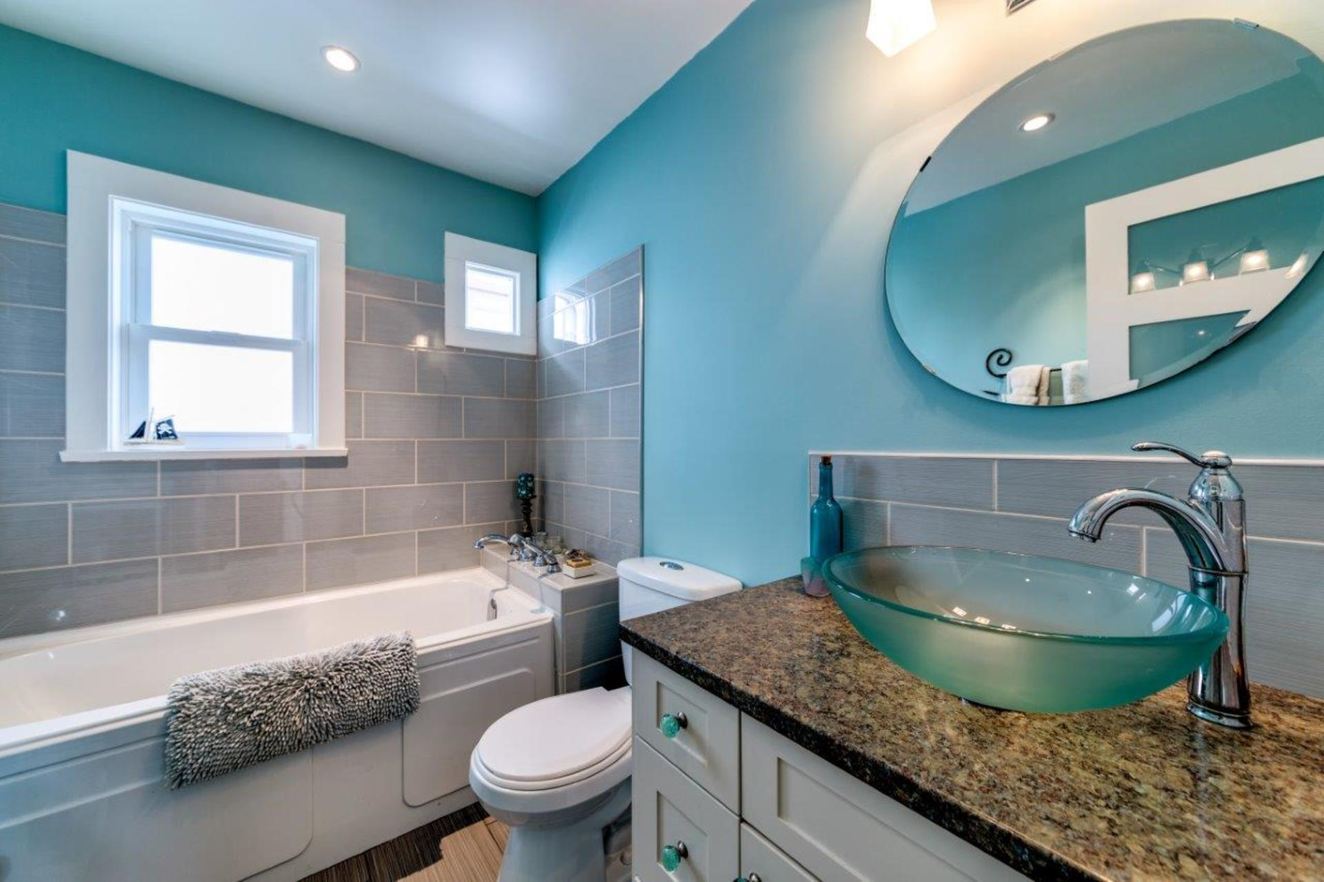 348w25-14 at 348 West 25th Street, Upper Lonsdale, North Vancouver