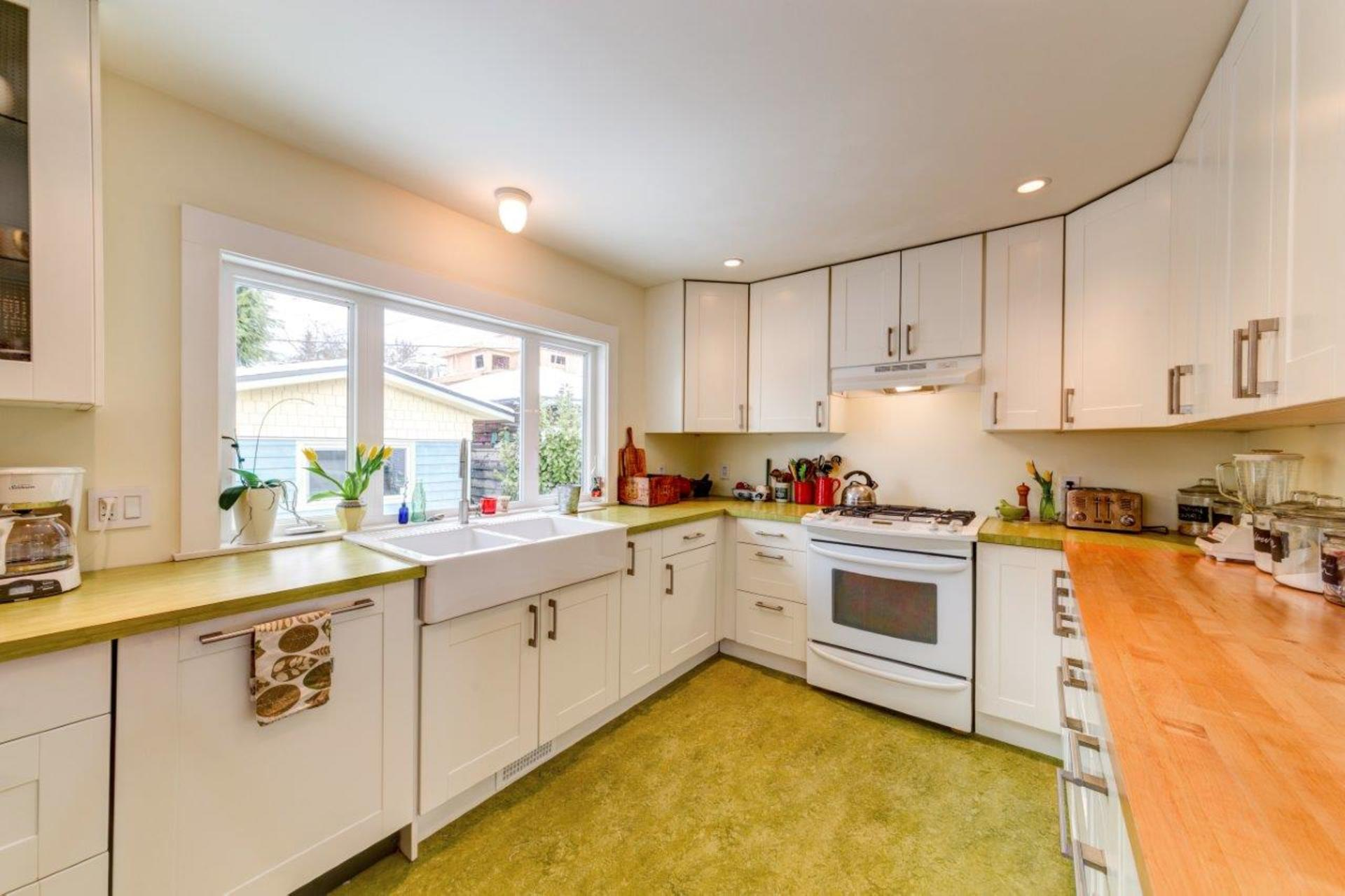 348w25-32 at 348 West 25th Street, Upper Lonsdale, North Vancouver